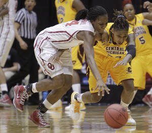 Photo - Oklahoma's Sharane Campbell, left, and Central Michigan's Crystal Bradford chase a loose ball during the first half of a first-round game in the women's NCAA college basketball tournament Saturday, March 23, 2013, in Columbus, Ohio. (AP Photo/Jay LaPrete) ORG XMIT: OHJL103
