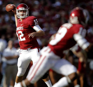 Photo - Oklahoma's Landry Jones (12) passes the ball during the college football game between the University of Oklahoma Sooners (OU) and Baylor University Bears (BU) at Gaylord Family - Oklahoma Memorial Stadium on Saturday, Nov. 10, 2012, in Norman, Okla.  Photo by Chris Landsberger, The Oklahoman