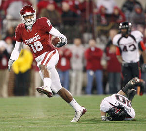 Photo - Jermaine Gresham was the top tight end of the Bob Stoops era.  Photo BY BRYAN TERRY, THE OKLAHOMAN
