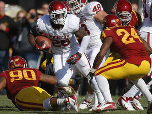Photo - Oklahoma's Damien Williams (26) runs during a college football game between the University of Oklahoma (OU) and Iowa State University (ISU) at Jack Trice Stadium in Ames, Iowa, Saturday, Nov. 3, 2012. Oklahoma won 35-20. Photo by Bryan Terry, The Oklahoman