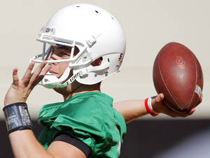 photo - COLLEGE FOOTBALL: Wes Lunt (11) passes during OSU spring football practice at Boone Pickens Stadium on the campus of Oklahoma State University in Stillwater, Okla., Monday, March 12, 2012. Photo by Nate Billings, The Oklahoman