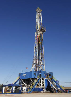 Photo - SandRidge drilling rig near Medford for Oklahoma Inc. Thursday, October 18, 2012. Photo By David McDaniel/The Oklahoman