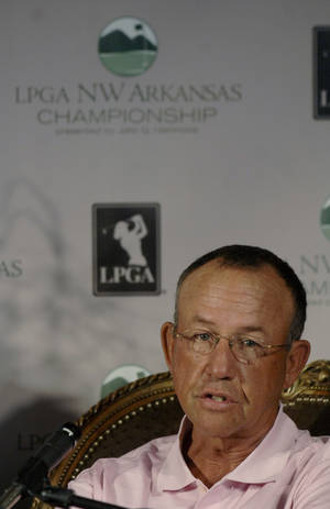 Photo - Former Oklahoma women's golf coach Doug Brecht, shown here during a 2007 LPGA press conference, passed away on Friday after a lengthy battle with West Nile virus. AP PHOTO