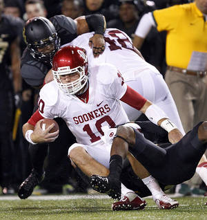 Photo - Oklahoma quarterback Blake Bell will switch to tight end next season. (AP Photo/The Dallas Morning News, Tom Fox)