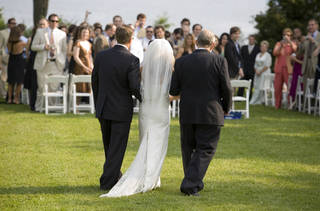 The study finds that couples who have larger wedding parties are more likely to report high-quality marriages (©istockphoto.com/jtyler)