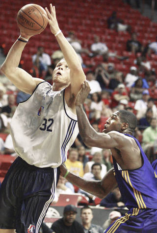 Los Angeles Clippers' Blake Griffin, left, shoots over Los Angeles Lakers' Chinemelu Elonu during an NBA summer league basketball game in Las Vegas on Monday. AP PHOTO