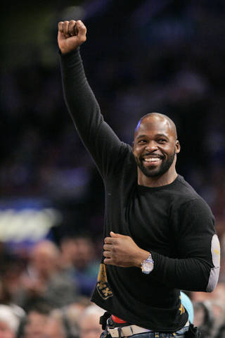 New York Giants' R.W. McQuarters salutes the crowd while he is introduced to fans during the NBA basketball action between the New York Knicks and the Boston Celtics, Monday, Jan. 21, 2008 at Madison Square Garden in New York. The Celtics defeated the Knicks 109-93. (AP Photo/Mary Altaffer)
