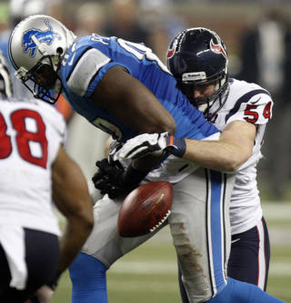 Lions tight end Brandon Pettigrew, who played at Oklahoma State, drops a pass against the Texans. Photo by Kirthmon F. Dozier, Detroit Free Press/MCT