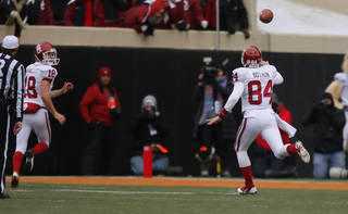 Oklahoma's Grant Bothun (84) throws a pass to Michael Hunnicutt (18) for a touchdown on a fake field goal during the Bedlam college football game between the Oklahoma State University Cowboys (OSU) and the University of Oklahoma Sooners (OU) at Boone Pickens Stadium in Stillwater, Okla., Saturday, Dec. 7, 2013. Oklahoma won 33-24. Photo by Bryan Terry, The Oklahoman