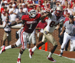 Tony Jefferson (1) blocks a pass intended for Rodney Smith (84) during the first half of the college football game between the University of Oklahoma Sooners (OU) and Florida State University Seminoles (FSU) at the Gaylord Family-Oklahoma Memorial Stadium on Saturday, Sept. 11 2010, in Norman, Okla. Photo by Steve Sisney, The Oklahoman ORG XMIT: KOD