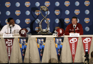 Texas A&M head coach Kevin Sumlin, left, and Oklahoma head coach Bob Stoops share a laugh during a news conference leading up to the Cotton Bowl NCAA college football game Wednesday, Jan. 2, 2013, in Irving, Texas. Before Sumlin became a successful head coach, he was on Stoops' staff at Oklahoma. Before that, they were both assistant coaches recruiting the same area. Now Sumlin takes his Texas A&M team against Stoops' Sooners in a Jan. 4th Cotton Bowl matchup of former Big 12 rivals that are both 10-2. (AP Photo/LM Otero) ORG XMIT: TXMO104