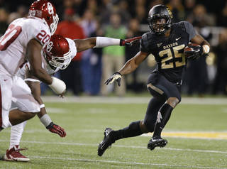 Baylor's Lache Seastrunk (25) runs past Oklahoma's Geneo Grissom (85) and Frank Shannon (20) during an NCAA college football game between the University of Oklahoman (OU) Sooners and the Baylor Bears at Floyd Casey Stadium in Waco, Texas, Thursday, Nov. 7, 2013. Baylor won 41-12. Photo by Bryan Terry, The Oklahoman