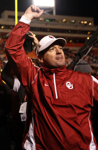 OU head coach Bob Stoop waves to the crowd following the Sooner's win during the Bedlam college football game between the University of Oklahoma Sooners (OU) and the Oklahoma State University Cowboys (OSU) at Boone Pickens Stadium in Stillwater, Okla., Saturday, Nov. 27, 2010. Photo by Sarah Phipps, The Oklahoman