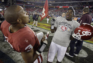 Oklahoma players Jonathan Nelson, left, and Javon Harris celebrate after defeating Connecticut in the Fiesta Bowl NCAA football game Saturday, Jan. 1, 2011, in Glendale, Ariz. Oklahoma won 48-20. (AP Photo/Paul Connors) ORG XMIT: PNP130