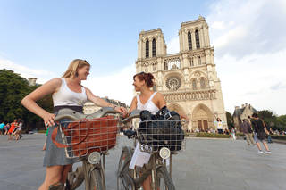 Summertime bike touring is a fun way to see the sights in Paris. (photo: Dominic Bonuccelli)
