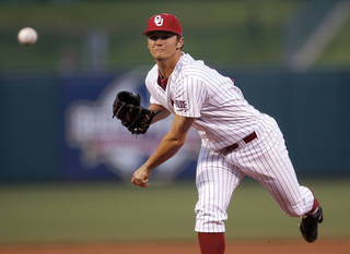 UNIVERSITY OF OKLAHOMA / COLLEGE BASEBALL: OU's Jordan John throws a pitch during their Big 12 tournament game between Oklahoma and Kansas State at RedHawks Field at Bricktown in Oklahoma City, Wednesday, May 25, 2011. Photo by Sarah Phipps, The Oklahoman ORG XMIT: KOD