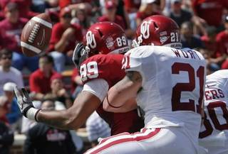 Tom Wort (21) breaks up a pass to Austin Haywood (89) in the end zone during the University of Oklahoma Sooners (OU) Spring Football game at Gaylord Family-Oklahoma Memorial Stadium on Saturday, April 16, 2011, in Norman, Okla. Photo by Steve Sisney