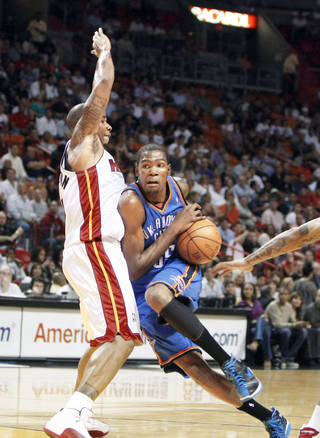 The Thunder's Kevin Durant drives around the Heat's Quentin Richardson on Tuesday in Miami. AP photo