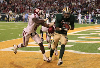 Baylor wide receiver Terrance Williams (2) comes down with a touchdown reception against Oklahoma defenders Ben Sherrard (6) and defensive back Sam Proctor (27) late in the second half of an NCAA college football game Saturday, Nov. 19, 2011, in Waco, Texas. The score gave Baylor the 45-38 win. (AP Photo/Tony Gutierrez) ORG XMIT: TXTG214