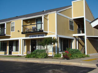 Investors Peter Lukowitsch of California and Chris Williams of Nevada paid $3.85 million for the 28-year-old, 127-unit Lightning Creek Apartments, 8113 S Western Ave. Photo Provided by CRRC