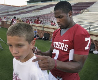 Joseph Messer, 12, from Norman gets an autograph from DeMarco Murray at the Gaylord Family -- Oklahoma Memorial Stadium as the University of Oklahoma football team holds media/fan appreciation day on Friday. Photo by Steve Sisney, The Oklahoman