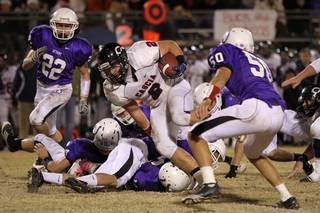 Cascia Hall's Hunter Hart runs the ball during the Class 3A quarter finals between Bethany and Cascia Hall in Bethany, Friday, November 25, 2011. PHOTO BY HUGH SCOTT, FOR THE OKLAHOMAN ORG XMIT: KOD