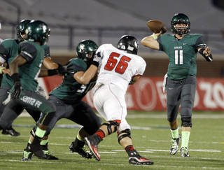 Edmond Santa Fe's Justice Hansen looks to throw the ball during a high school football game between Edmond Santa Fe and Yukon at Wantland Stadium, Thursday, Sept. 12, 2013, in Edmond, Okla. Photo by Sarah Phipps, The Oklahoman