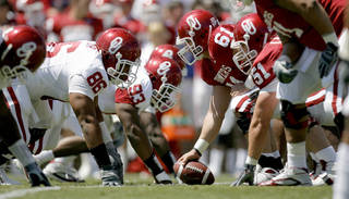 Ben Habern (61) is returning as the starting center for Oklahoma this season. PHOTO BY BRYAN TERRY, THE OKLAHOMAN ARCHIVE