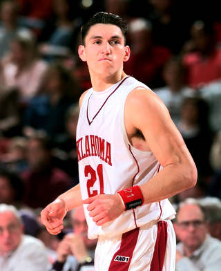 Former OU basketball player Eduardo Najera will return for the Family Weekend activities. Photo by The Oklahoman Archives