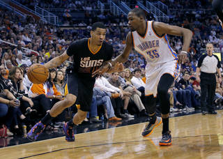 Phoenix Suns' Gerald Green drives past Oklahoma City Thunder forward Kevin Durant (35) during the second half of an NBA basketball game, Thursday, March 6, 2014, in Phoenix. The Suns won 128-122. (AP Photo/Matt York)