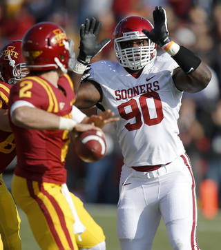 Oklahoma's David King (90) puts pressure of Iowa State's Steele Jantz (2) during a college football game between the University of Oklahoma (OU) and Iowa State University (ISU) at Jack Trice Stadium in Ames, Iowa, Saturday, Nov. 3, 2012. Oklahoma won 35-20. Photo by Bryan Terry, The Oklahoman