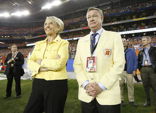 "This Jan. 4, 2010 photo shows Arizona governor Jan Brewer and Fiesta Bowl CEO John Junker on the sidelines during the 2010 Fiesta Bowl college football game in Glendale, Ariz. The Fiesta Bowl has fired its longtime CEO John Junker after a scathing internal report found ""an apparent scheme"" to reimburse employees for political contributions. (AP Photo/Arizona Republic, Rob Schumacher)"