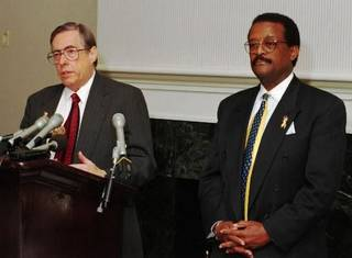 1995 file photo: Attorneys for the plaintiffs ICI Explosives in a class action lawsuit press conference John Merritt and Johnnie L. Cochran. ICI was being sued in connection with the Alfred Murrah Federal Building car bomb explosion. Photo by Paul B. Southerland