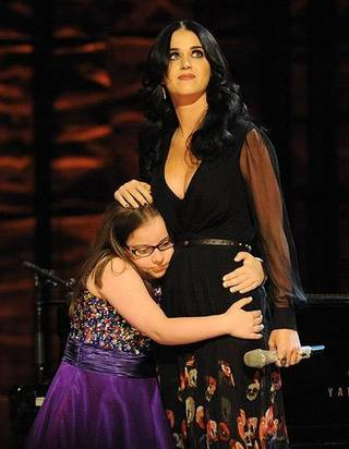 Katy Perry sings with Jodi DiPiazza at benefit for autism