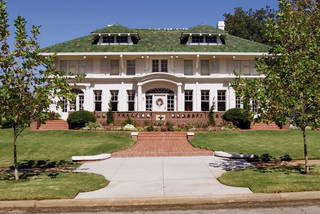 This home on NW 17 in Heritage Hills is among those with the best curb appeal in the historic neighborhood, according to Realtor George Massey, who has sold it several times in recent years. ROGER KLOCK - The Oklahoman Archives