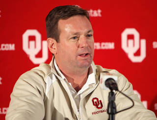 University of Oklahoma head coach Bob Stoops speaks to the press at his pre-bowl game press conference at the Gaylord Family -- Oklahoma Memorial Stadium in Norman, OK, Monday, Dec. 21, 2009. By Paul Hellstern, The Oklahoman