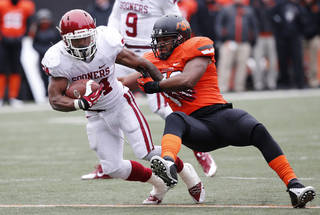 Bowl wins, or even strong performances, by Oklahoma and Oklahoma State can help the national perception of the Big 12. (AP Photo/Sue Ogrocki)