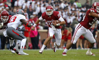 Oklahoma's Blake Bell (10) runs during a college football game between the University of Oklahoma Sooners (OU) and the Texas Tech Red Raiders at Gaylord Family-Oklahoma Memorial Stadium in Norman, Okla., on Saturday, Oct. 26, 2013. Photo by Bryan Terry, The Oklahoman