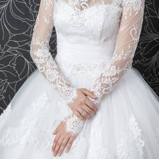 Finding the perfect wedding dress is not all fun and games. Read my list of 7 things I wish I had known when finding my dream dress. (DepositPhotos)