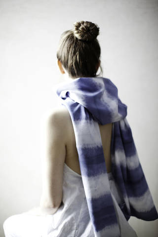 "This publicity photo provided courtesy of ""Martha Stewart Living"" magazine shows a dip-dyed finished scarf as seen in the October 2012 issue of Martha Stewart Living. This DIY project and other dyeing projects are featured at Martha Stewart online. Scarves take on a whole new look when dip-dyed, a DIY project that requires little investment in time or money. (AP Photo/Martha Stewart Living, Johnny Miller) ORG XMIT: NYLS189"