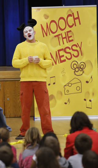 "Zac Engle portrays ""Mooch the Messy"" in a performance Monday at Monroe Elementary School in Norman. PHOTO BY STEVE GOOCH, THE OKLAHOMAN"