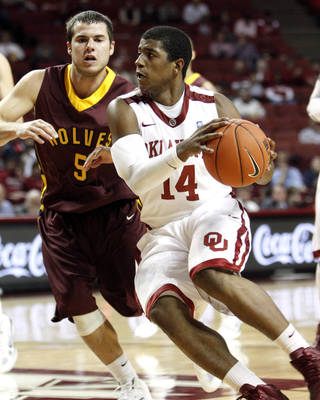 OU's Carl Blair (14) looks to pass during the first half while guarded by Derek Hoellein (5) of Northern State during Tuesday's exhibition game. Photo by Steve Sisney, The Oklahoman