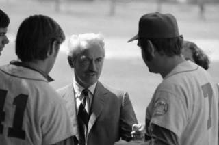 Marvin Miller, director of the Major League Players association talks to New York Mets Tom Seaver and Ed Kranepool in St. Petersburg, March 11, 1972 after Mets players voted a baseball strike if players contract demands are not met by deadline on March 31. Marvin Miller is visiting all teams. (AP Photo)