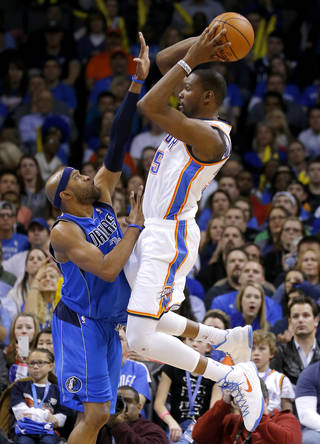 Oklahoma City's Kevin Durant (35) psses the ball over Dallas' Vince Carter (25) during an NBA basketball game between the Oklahoma City Thunder and the Dallas Mavericks at Chesapeake Energy Arena in Oklahoma City, Thursday, Dec. 27, 2012. Oklahoma City won 111-105. Photo by Bryan Terry, The Oklahoman