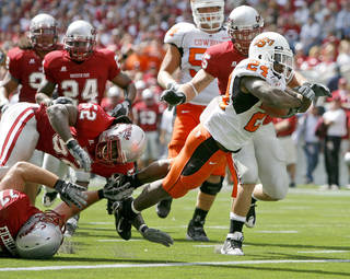 Kendall Hunter scores during OSU's game against Washington State in 2008. PHOTO BY BRYAN TERRY, THE OKLAHOMAN ARCHIVE