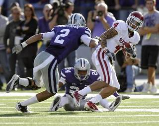 Oklahoma Sooners' Kenny Stills (4) runs past Kansas State Wildcats' Nigel Malone (24) and Tysyn Hartman (2) during the college football game between the University of Oklahoma Sooners ( OU) and the Kansas State University Wildcats (KSU) at Bill Snyder Family Stadium on Saturday, Oct. 29, 2011. in Manhattan, Kan. Photo by Chris Landsberger