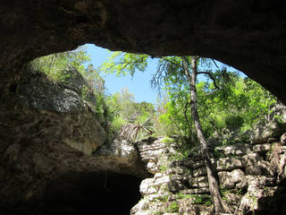 The entrance to Longhorn Cavern. Photo by Wesley K.H. Teo.
