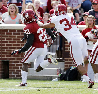 Roy Finch (22) scores in front of Daniel Brooks (34) during the annual Spring Football Game at Gaylord Family-Oklahoma Memorial Stadium in Norman, Okla., on Saturday, April 13, 2013. Photo by Steve Sisney, The Oklahoman