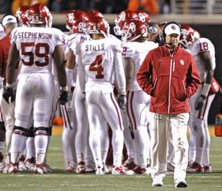 Bob Stoops and his Oklahoma Sooners did not meet expectations this season, but Berry Tramel says his issues are fixable. Photo by Chris Landsberger, The Oklahoman