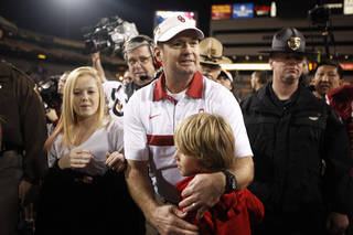 CELEBRATION: Oklahoma head coach Bob Stoops celebrates the Sooners' win in tthe Insight Bowl college football game between the University of Oklahoma (OU) Sooners and the Iowa Hawkeyes at Sun Devil Stadium in Tempe, Ariz., Friday, Dec. 30, 2011. Photo by Sarah Phipps, The Oklahoman